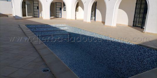 Jolie villa neuve titrée et avec piscine à vendre  à Djerba Midoun en zone urbaine