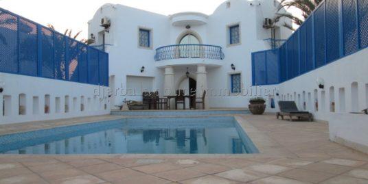 Une Belle Villa Avec Piscine À Louer Meublée À L'année À Djerba Midoun Tézdaine
