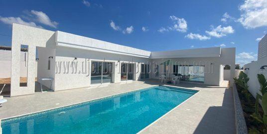 Villa coquette  récente avec piscine  à vendre à Djerba Midoun Tézdaine