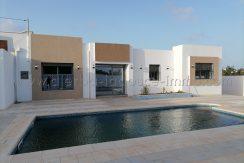 Une maison toute neuve avec piscine à vendre à Houmt Soukproche Promogro