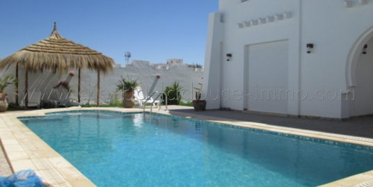 Coquette  villa meublée avec piscine à louer pour vos vacances à Midoun proche du centre ville