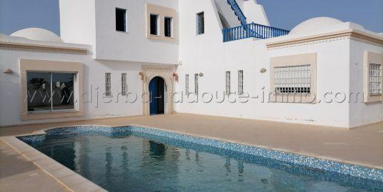Jolie villa meublée avec piscine proche de la plage seguia à louer à Tezdaine