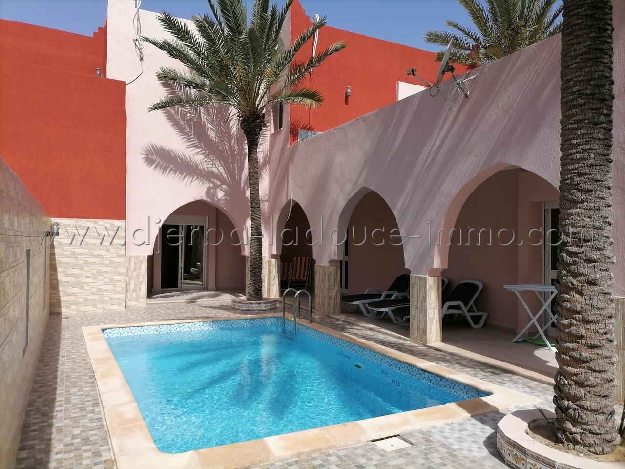 Une Belle Villa Style Marocain avec Piscine & meublée à Louer à Djerba Midoun Mguersa