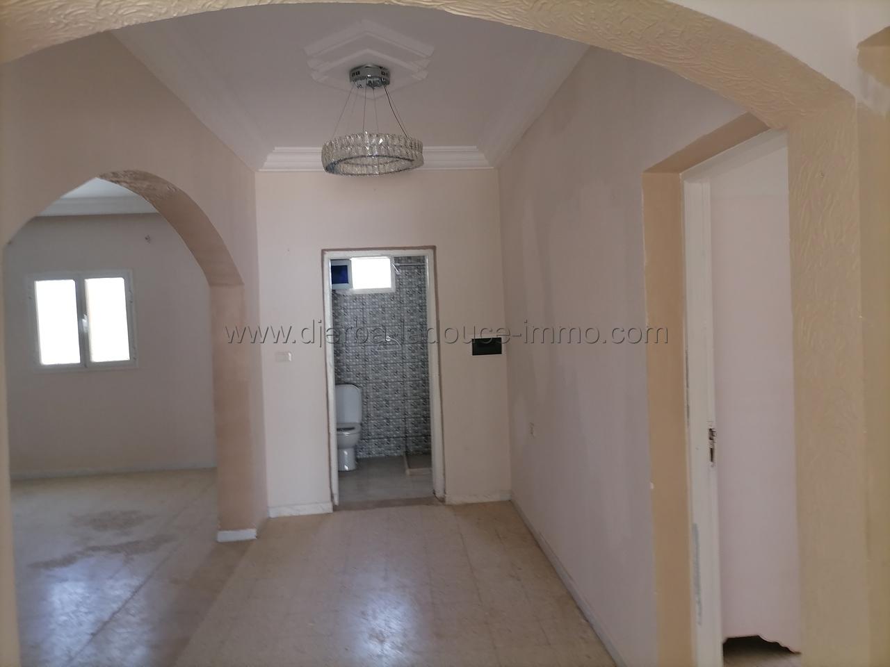 Une jolie petite maison sans meuble à louer à l'année à Tézdaine – Djerba Midoun